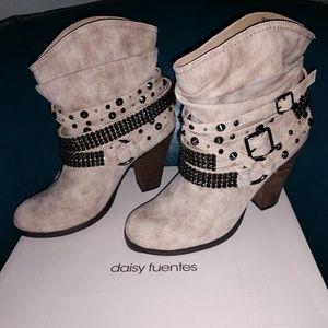Daisy Fuentes boots